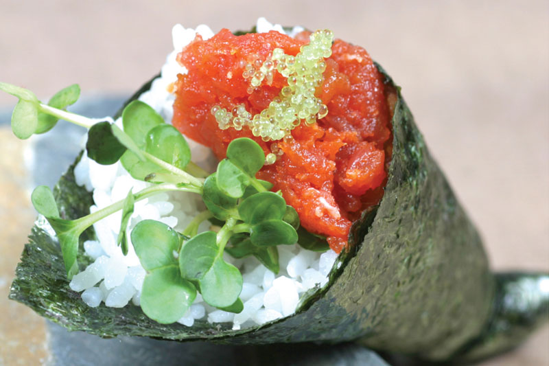 spicy scallop hand roll spicy tuna scallop sushi roll recipe a spicy ...